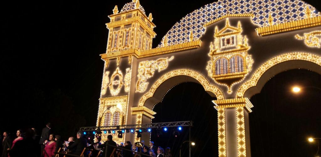 Alumbrado de la portada de la Feria de Abril de Sevilla 2016
